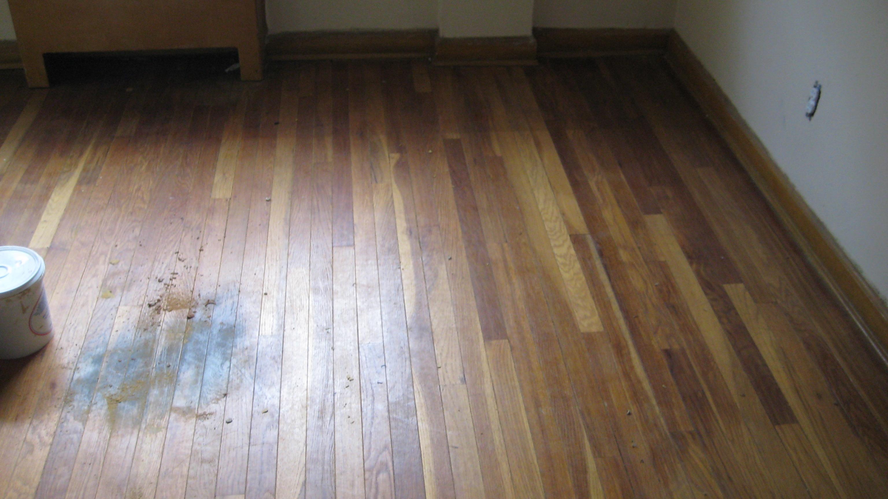 Vlekken op houten vloer brico voor de makers