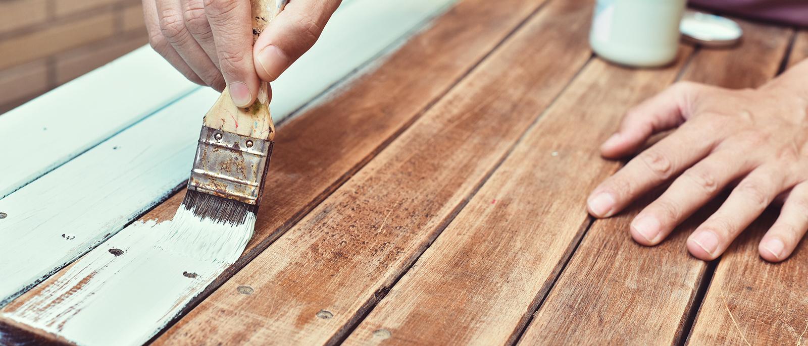 qfp sur la peinture le lasurage et le laquage des meubles de jardin. Black Bedroom Furniture Sets. Home Design Ideas