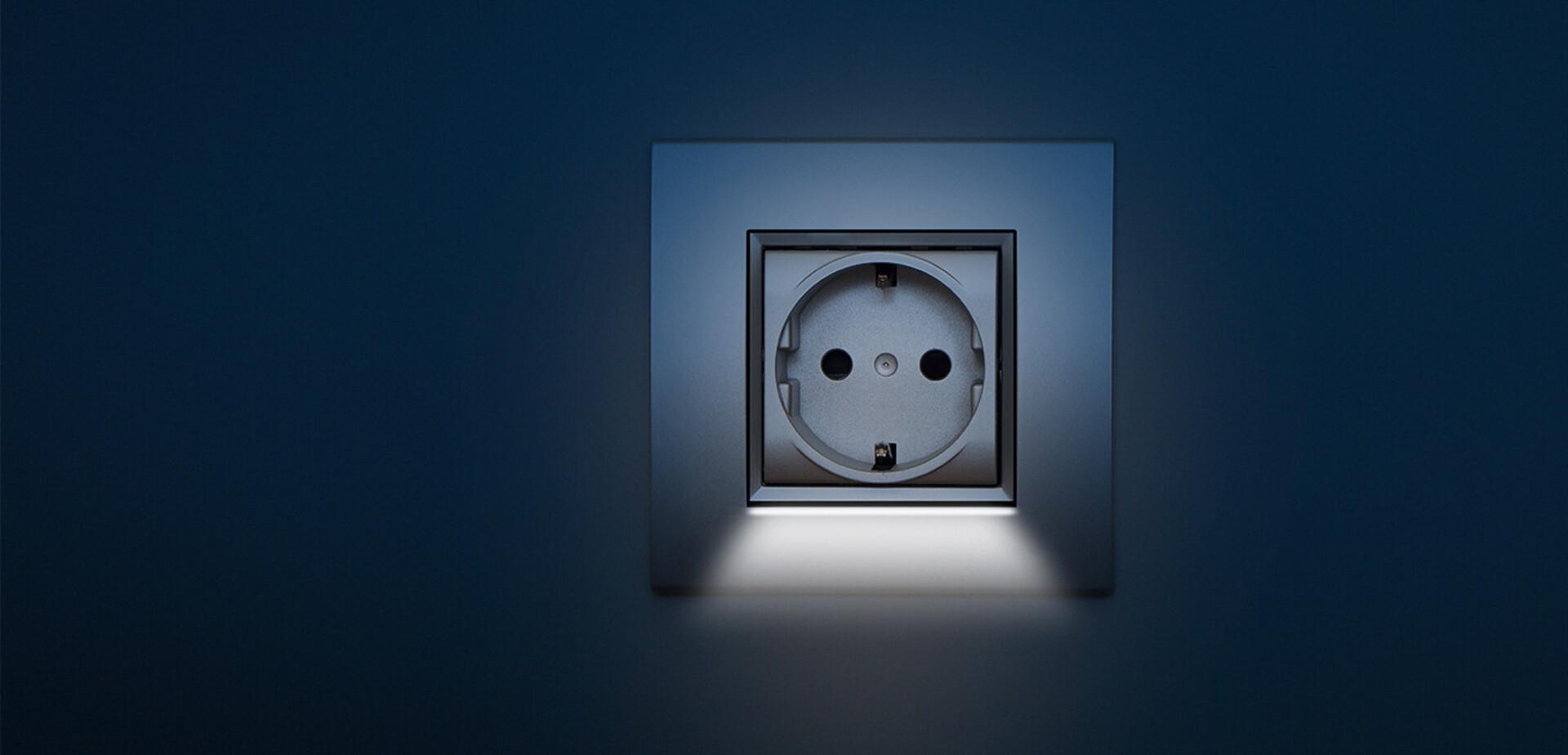 stopcontact met led verlichting voor de makers. Black Bedroom Furniture Sets. Home Design Ideas