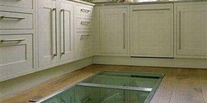 Een geheim raam in de keukenvloer?