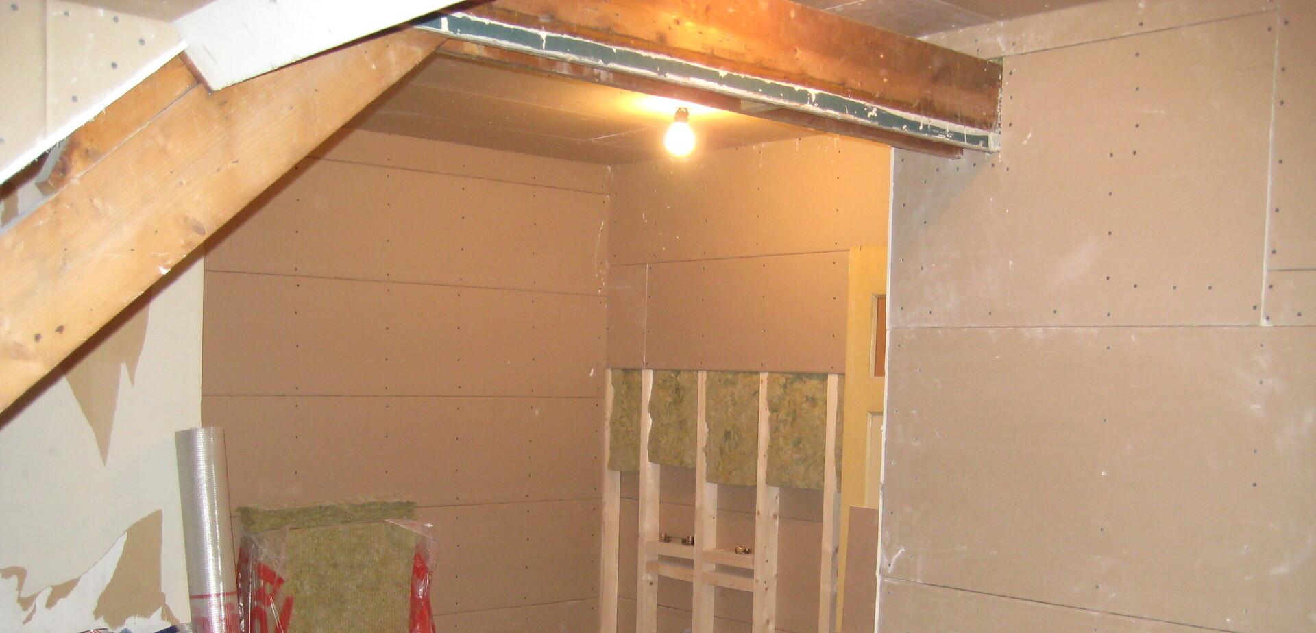 isoler un grenier pour les makers. Black Bedroom Furniture Sets. Home Design Ideas