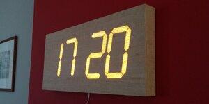 Horloge digitale en bois