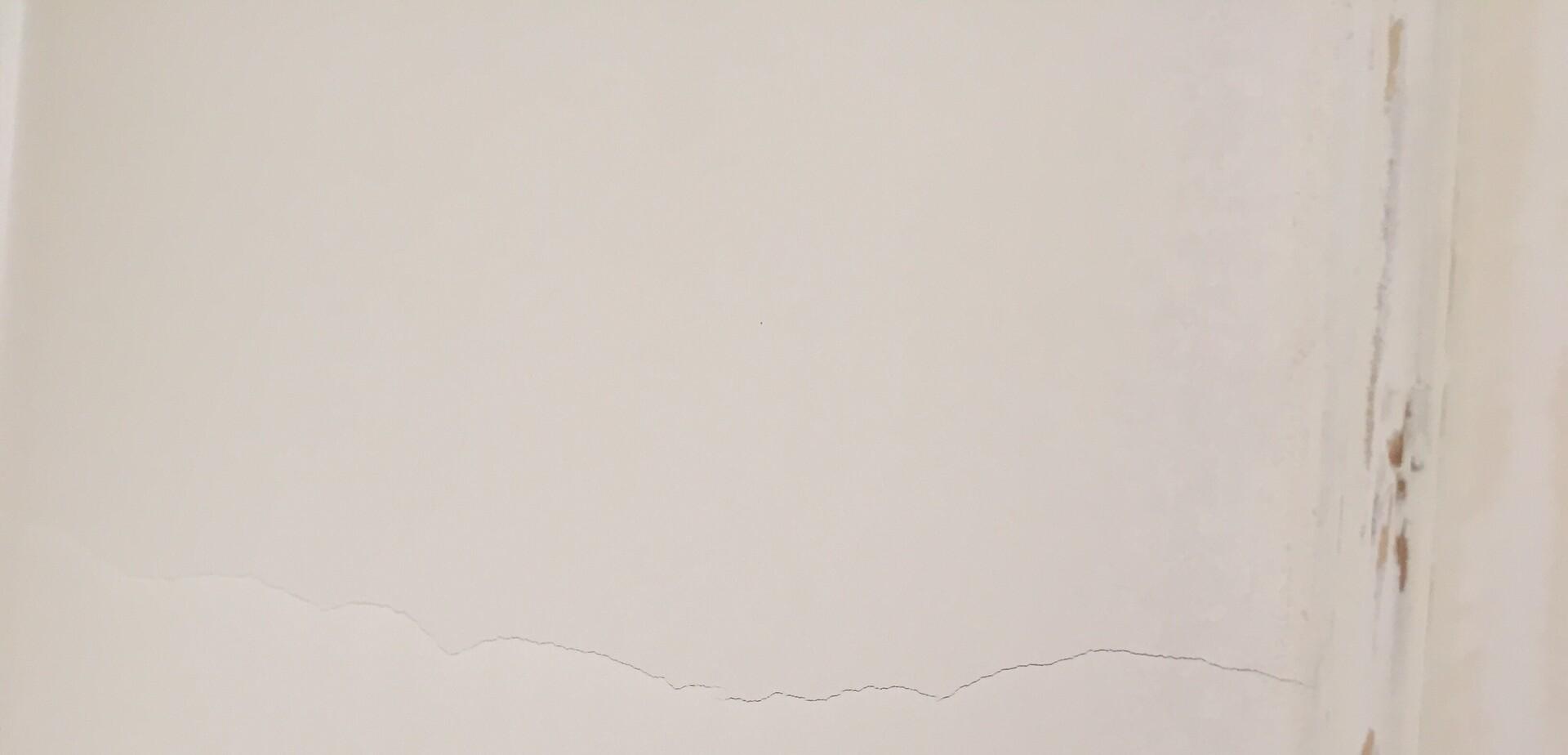 reparer fissure plafond cheap ecouter et tlcharger reboucher les trous et les grosses fissures. Black Bedroom Furniture Sets. Home Design Ideas
