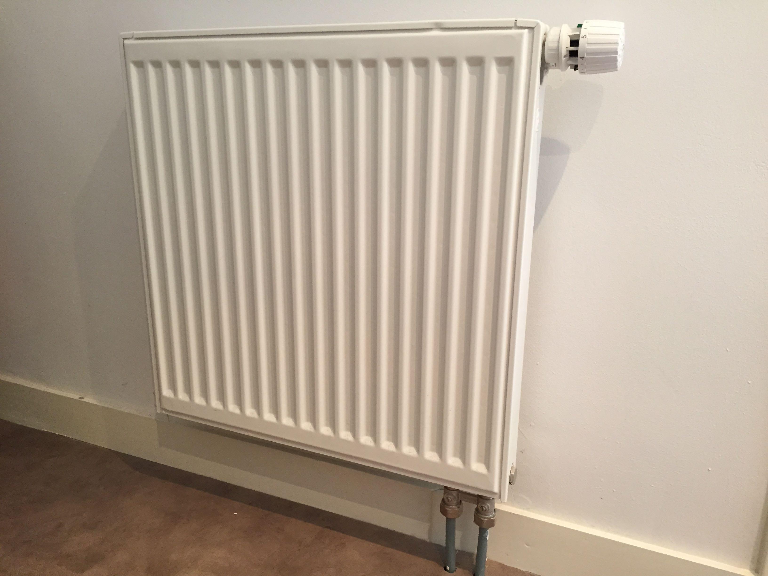 radiator verwarming af en aankoppelen brico voor de makers. Black Bedroom Furniture Sets. Home Design Ideas