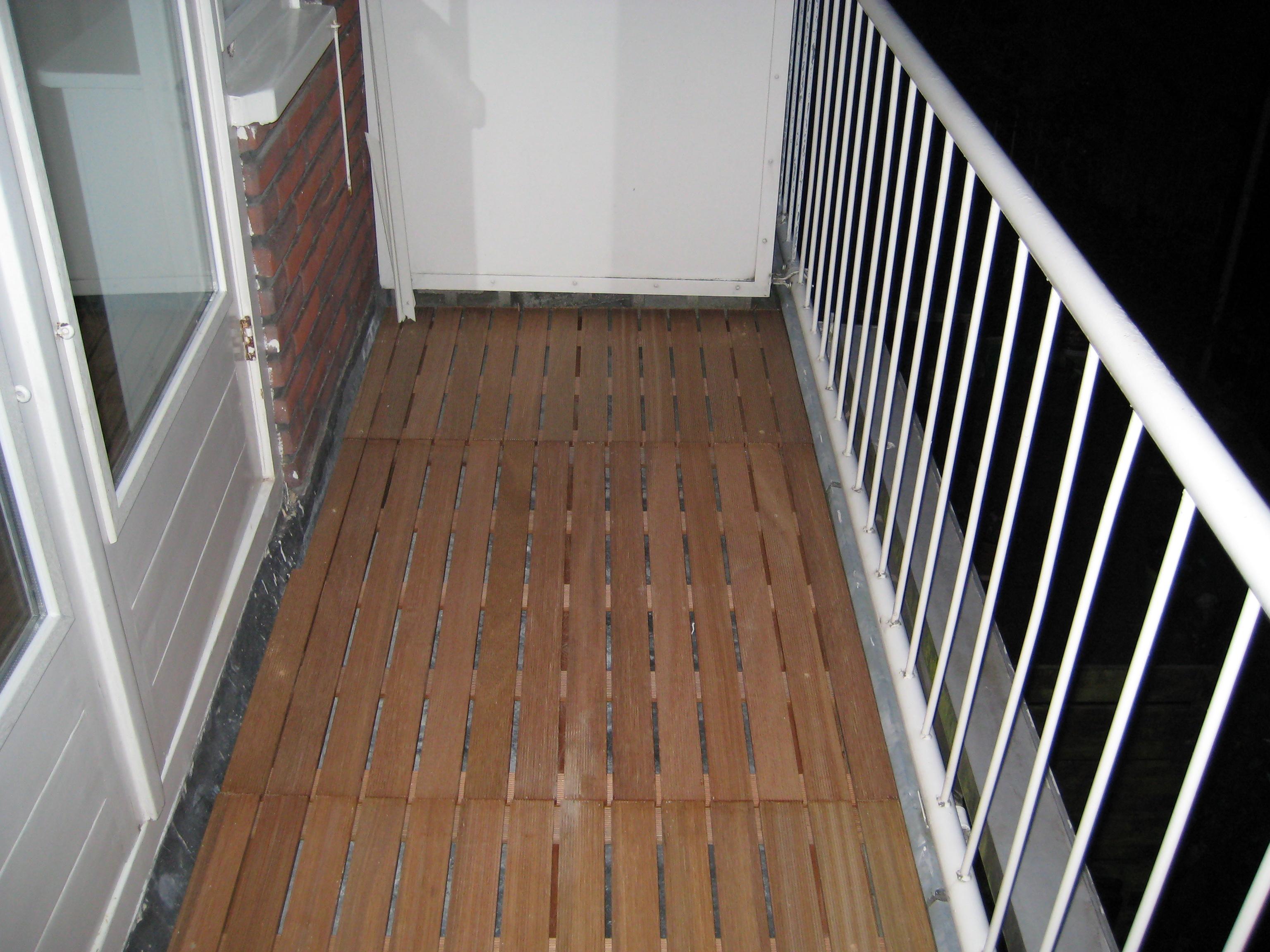 Houten Tegels Balkon : Een verhoogd terras op je balkon brico voor de makers