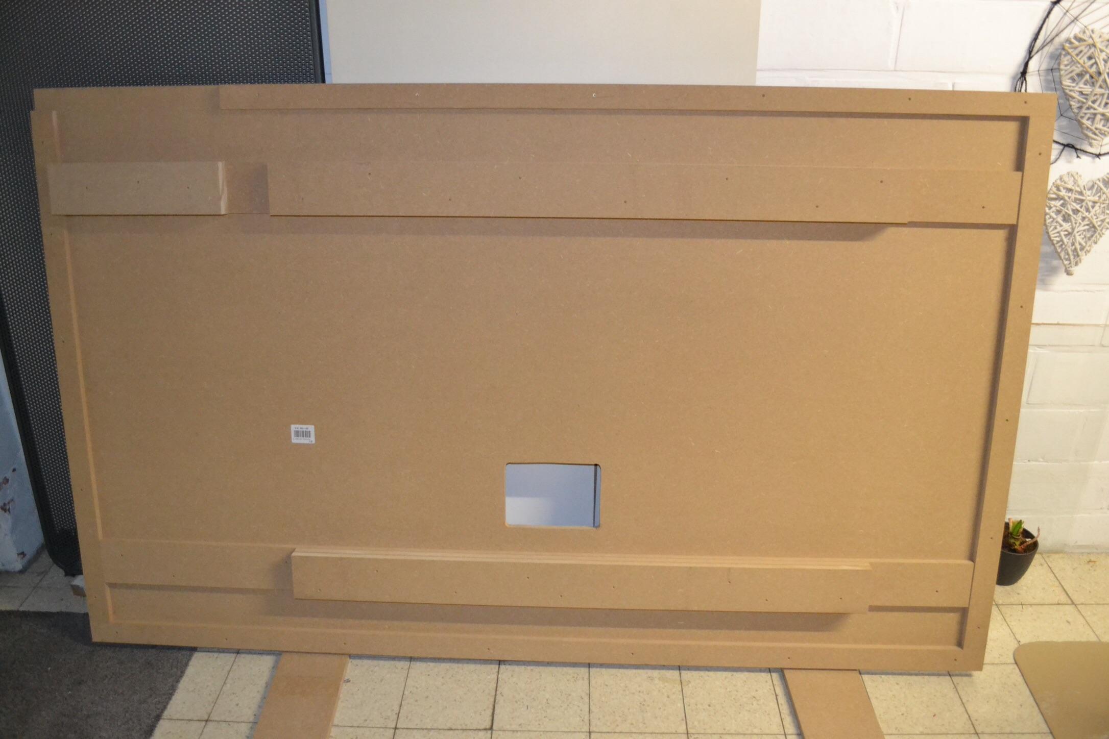 eenvoudige tv wand en kabels weg voor de makers. Black Bedroom Furniture Sets. Home Design Ideas