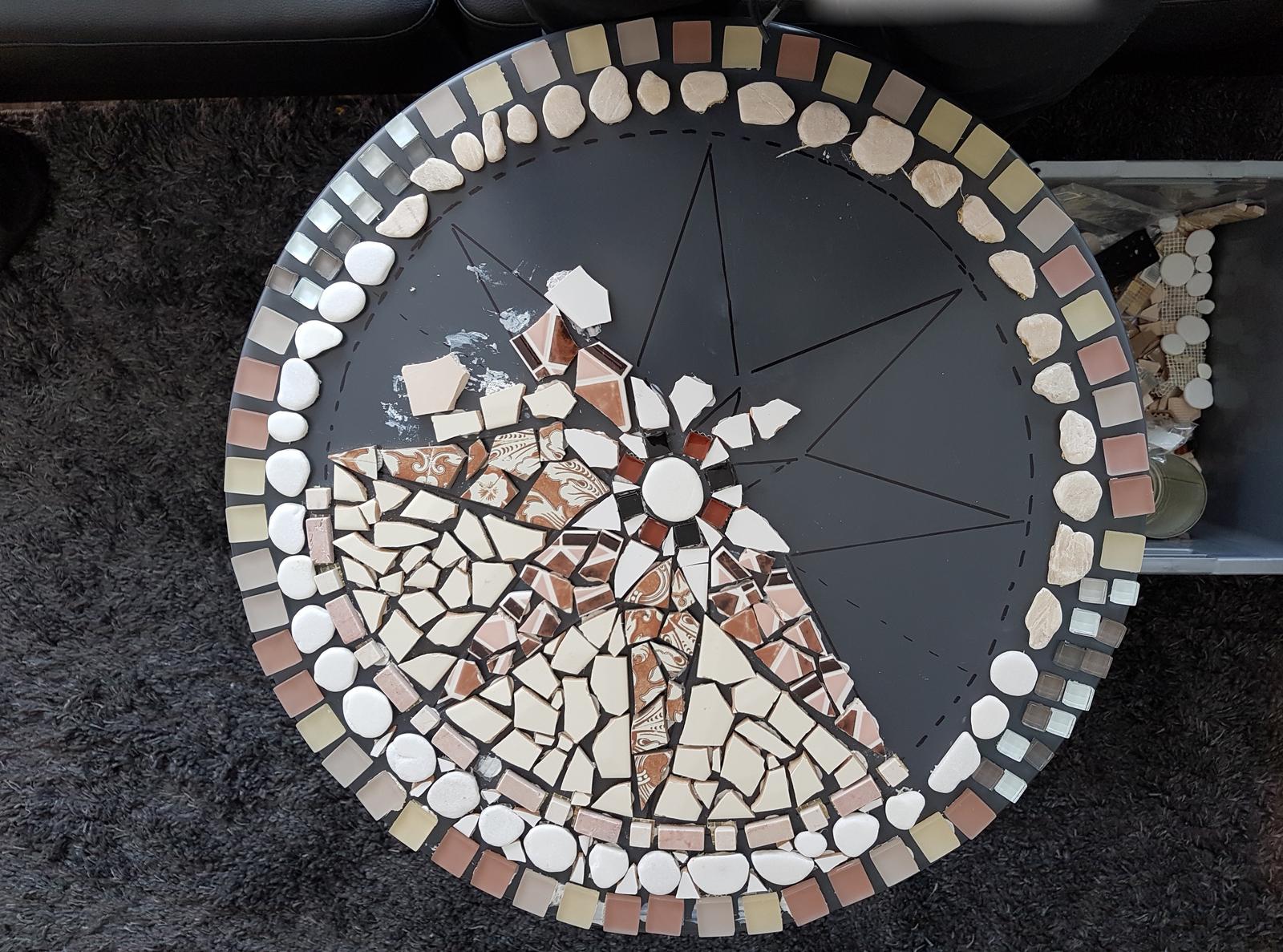 Zelf Tegels Maken : Je eigen mozaïektafel maken voor de makers
