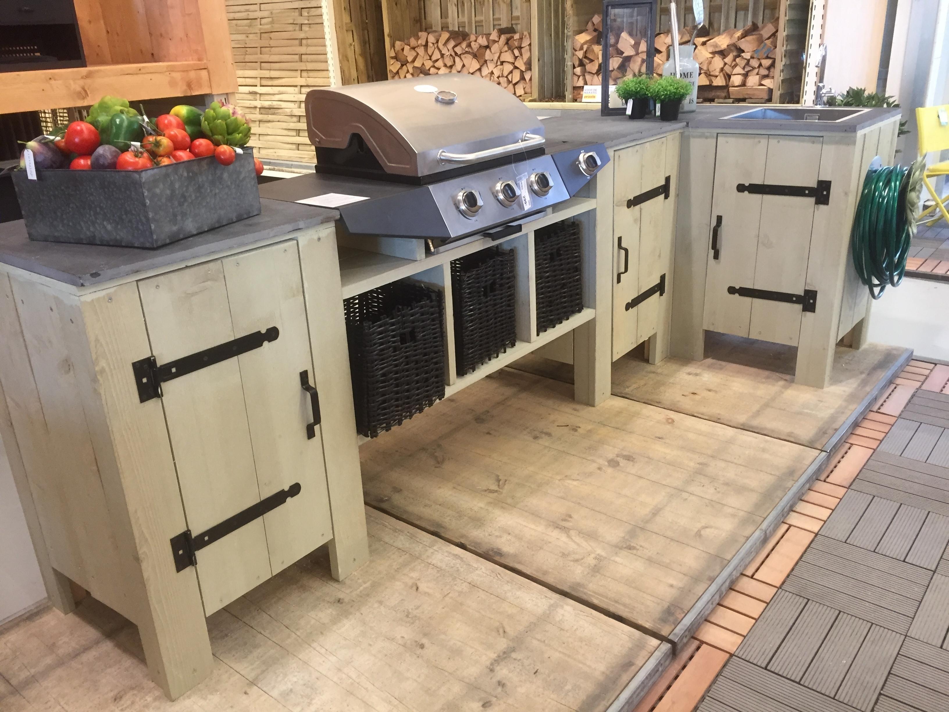 Buitenkeuken van steigerhout barbecuemeubel brico for Bouwpakket steigerhout