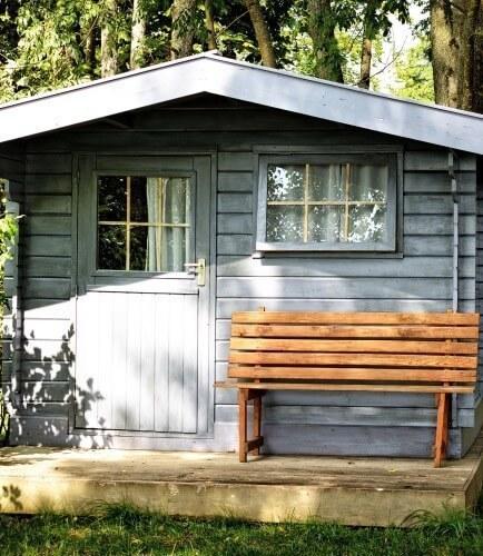 zo kan ook jij je tuinhuis opknappen met een klein budget brico voor de makers. Black Bedroom Furniture Sets. Home Design Ideas
