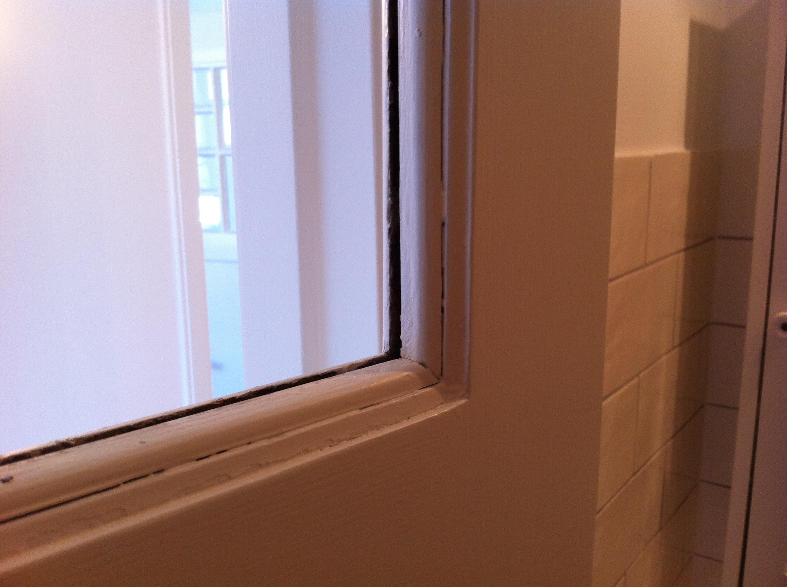 mettre une vitre dans une porte int rieure pour les makers. Black Bedroom Furniture Sets. Home Design Ideas