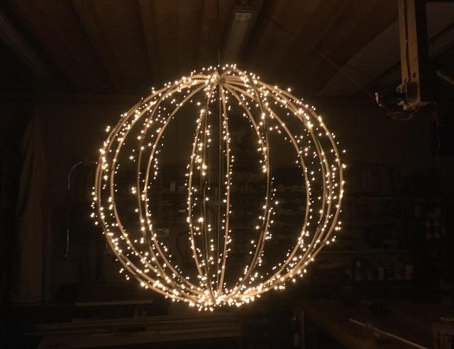 Mega kerstbal maken - Brico | Voor de makers