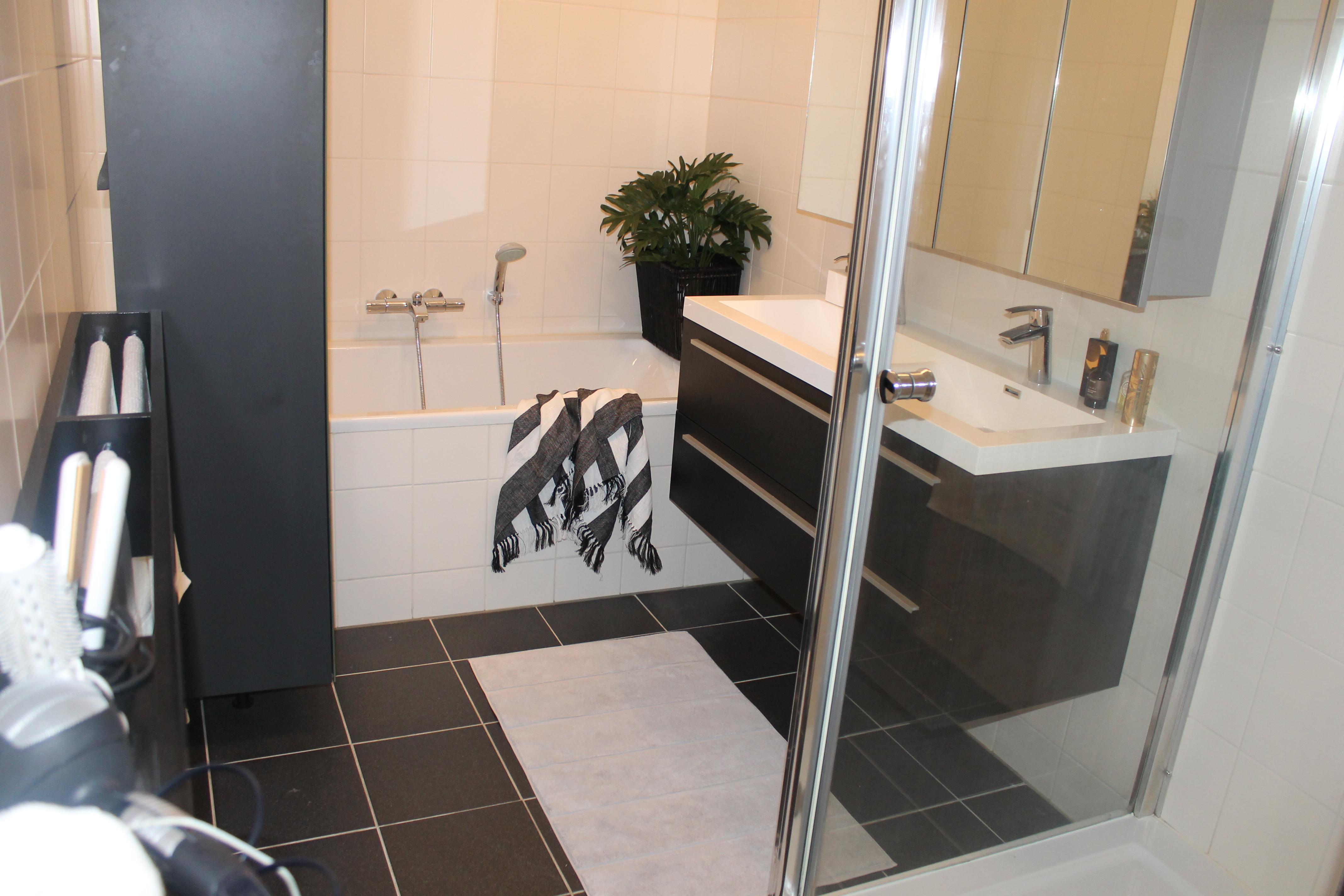 Ventilatie Badkamer Brico : Handdoekenrek maken voor in de badkamer voor de makers